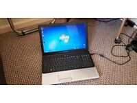 "Compaq laptop 15.6"" screen"