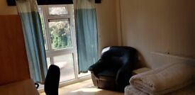 Double room for single professional in shared house. All bills inc. 1 week dep. garden. Internet