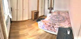 Newly refurbished double room *IDEAL LOCATION*