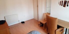 Large double room in quiet property