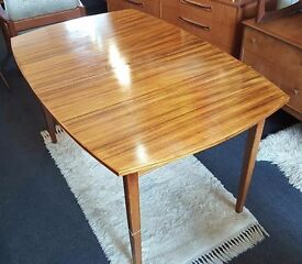 1950s Peter Hayward for Vanson Extending Dining Table in walnut. Vintage/Retro/Mid Century/Heals