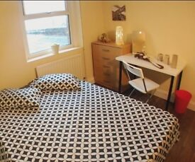 Great double room located in Stratford, ONLY 10min to King's Cross by tube!