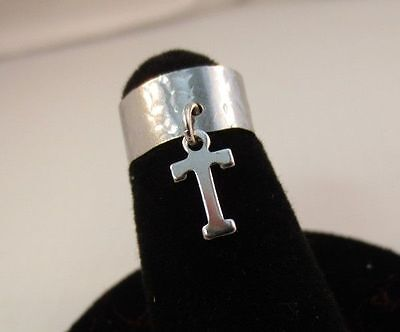 14KT WHITE  GOLD EP  DANGLE INITIAL T TOE RING IN A HAMMERED RING