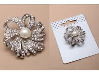 Crystal brooch with faux pearl bead centre. - JTY210
