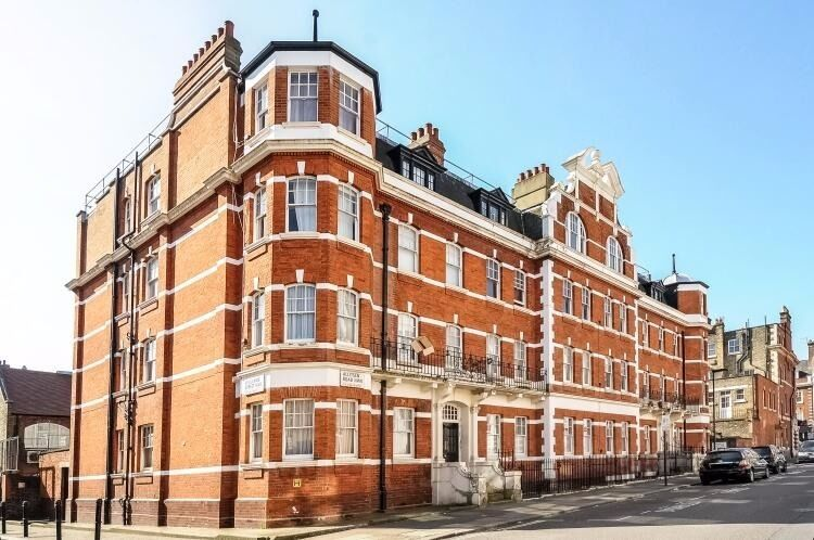 ***BEAUTIFULLY PRESENTED 2-BED FLAT IN THE HEART OF ST JOHNS WOOD, CLOSE TO TUBE AND AMENITIES***