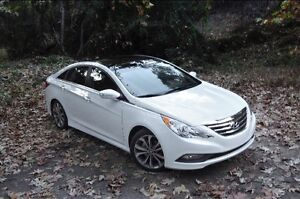 """2014 Hyundai Sonata Hybrid Heated/Backup/Pirellis/Winters"""