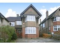 !!! HUGE 4 BED PROPERTY WITH 2 RECEPTION AREAS, MASSIVE GARDEN AND PARKING SPACE FOR 3-4 CARS