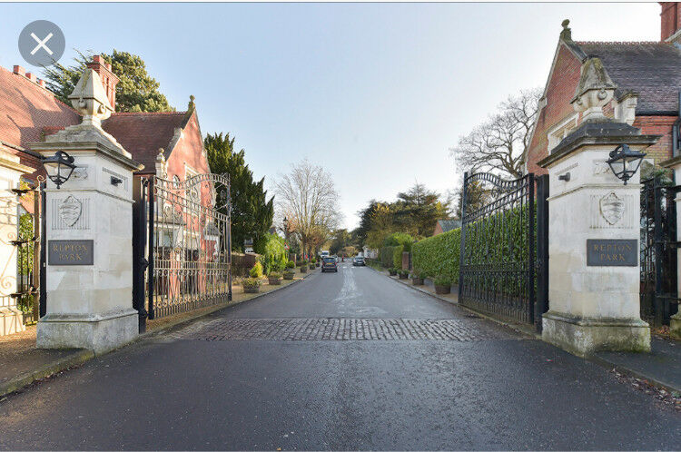 444a6748b00 Woodford Green ,Repton Park Large 2 Bed apartment in gated development .