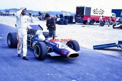PHOTO  BRIAN TARRANT AND HARRIS-RH5 CHEVROLET. THRUXTON PADDOCK AUGUST 1970 IT I