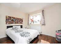 This amazing apartment 2 Bed Flat in Worple Road, Wimbledon, London, SW20!!