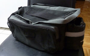 Bicycle rear rack bag, with multiple compartments