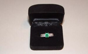 14kt white gold natural Emerald & Diamond ring.