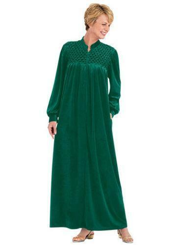 Find all your women's robe needs at newbez.ml From plush robes to flirty robes from your favorite brands like Betsey Johnson, In Bloom by Jonquil, Lauren Ralph Lauren, Oscar de la Renta Pink Label and more Dillard's has all the robes you crave.
