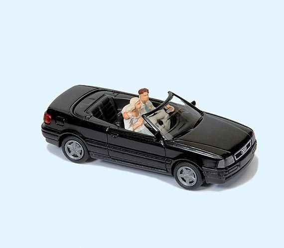 "Preiser 33257 HO Audi Cabrio "" immer geradeaus "" Fertigmodel Auto mit 3 Figuren"