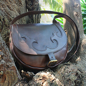 Small-Leather-Shoulder-Bag-Handmade-in-Vintage-Style-in-Brown