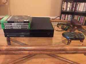 Xbox One, Two Controllers, Mic, and 4 new games