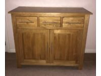 A QUALITY MODERN SOLID OAK SIDEBOARD FROM OAK FURNITURE LAND AS NEW CONDITION FREE DELIVERY