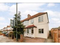 6 Bedroom house available to rent in Teddington