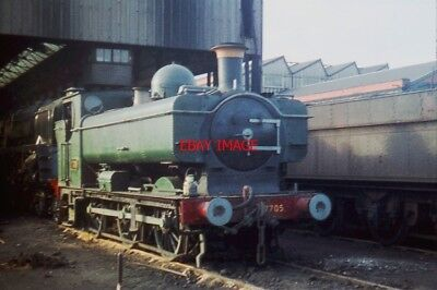 PHOTO  GWR 5700 CLASS 0-6-0PT 7705 AT SWINDON ON THE 10TH JANUARY  1960.