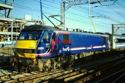 PHOTO  CLASS 90 NO 90 024 OF EWS/FIRST SCOT RAIL ON HIRE TO NATIONAL EXPRESS EAS - Express Hiring