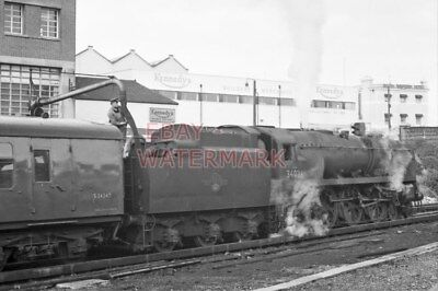 PHOTO  SR LOCO WEST COUNTRY  34024 TAMAR VALLEY TAKING ON WATER AT BOURNMOUTH 19