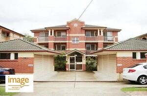 Well maintained spacious unit in great location!! Coorparoo Brisbane South East Preview