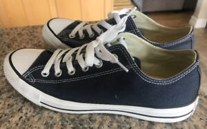 **NAVY BLUE CONVERSE SNEAKERS FOR SALE-SIZE 9**