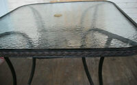 Outdoor Table  /  Table pour Jardin