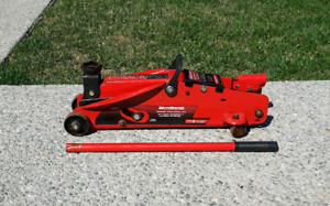 2.5 ton Hydraulic Floor Jack *Delivery Available*
