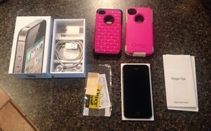 iPhone 4S in mint condition w/2 otter box