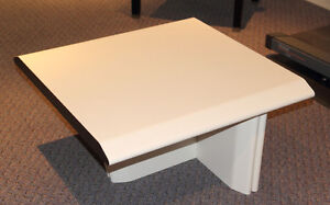 Table basse moderne – Low modern table