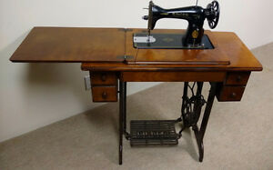 Singer Model 15-96 Sewing Machine