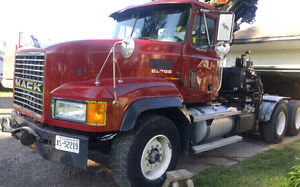 2000 CL 713 Mack with 245E-5 Hiab knuckle boom