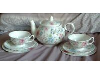 Beautiful Whittards of Chelsea Tea for Two Tea Pot and Two Trios