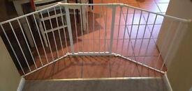 BabyDan large Child/pet gate with fixings. £20ono