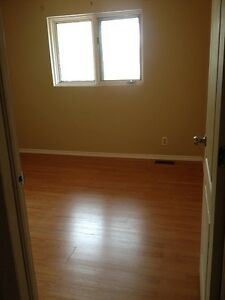 ROOM in a quiet big house, close to both Universities & transit