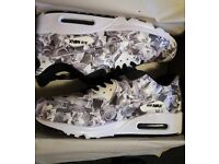 NEW Nike Air Max 90