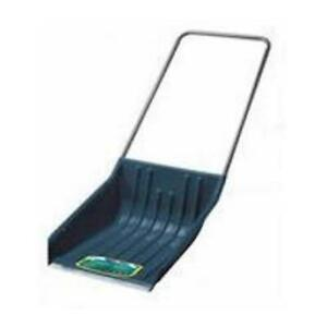 22-in Yardworks Sleigh Scoop with Wear Strip in good condition