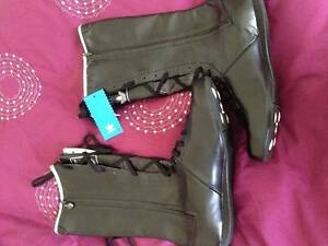 Adidas Ladies Black Lace-up Boots Size 7 US Myrtleford Alpine Area Preview