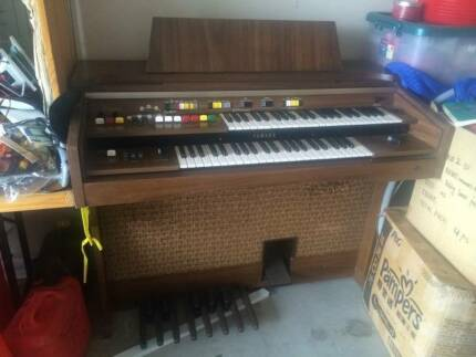 Yamaha electone b-45 piano for sell Meadowbrook Logan Area Preview