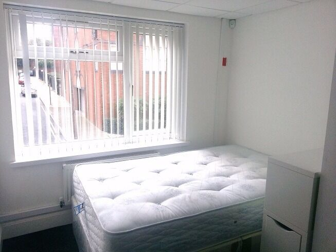 Bedroom available to let in a modern flat in the City Centre. All bills included.