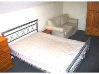 Large, comfortable, relaxed, convenient double room close to station, buses & town centre in Redhill