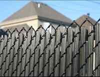 Installation de clôture de type ''frost'' ou ornemental