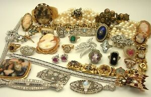 Christine is Buying Vintage Jewellery: Costume, Gold, Silver +