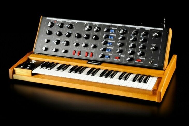 Moog Minimoog Voyager Old School 100%  Analog Synth / 44keys In Box,new //armens