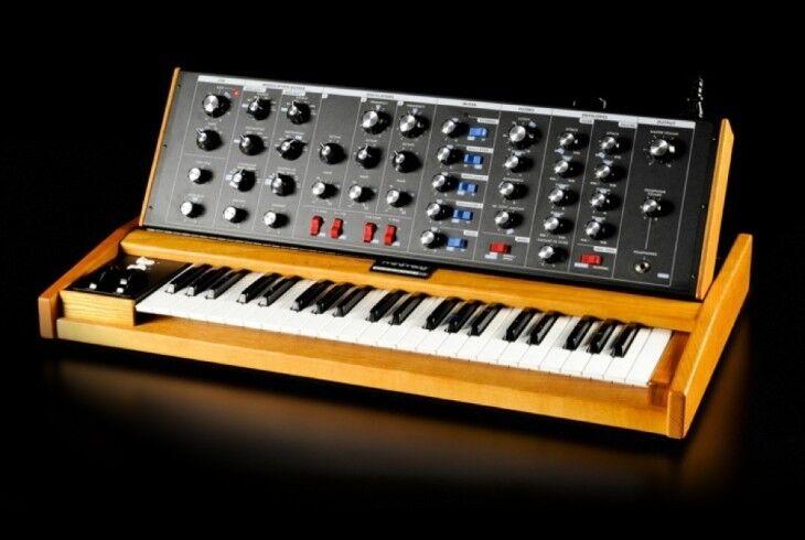 Moog Minimoog Voyager Old School 100%  Analog Synth / 44keys in box,new //ARMENS