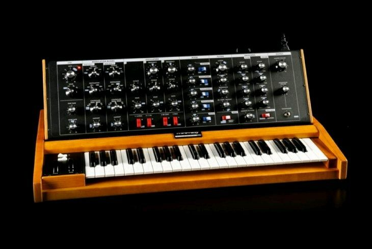 Moog Minimoog Voyager Old School Analog Synth / 44keys / BRAND NEW //ARMENS//