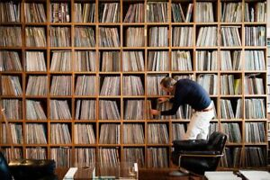 WANTED/BUYING LP/RECORD COLLECTIONS ..HIGHEST PRICES PAID !!