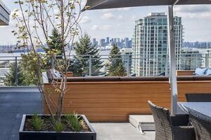 High-end 1bed+den with rooftop amenity in trendy Lower Lonsdale