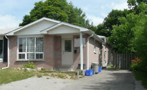 4-bedroom apt for Sept - VERY close to college in Barrie